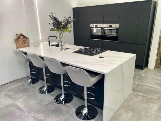 Itastone Calacatta Platinum 30mm Quartz Worktops with Mitred End Panel